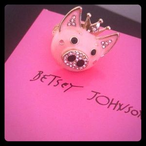 Betsey pig ring
